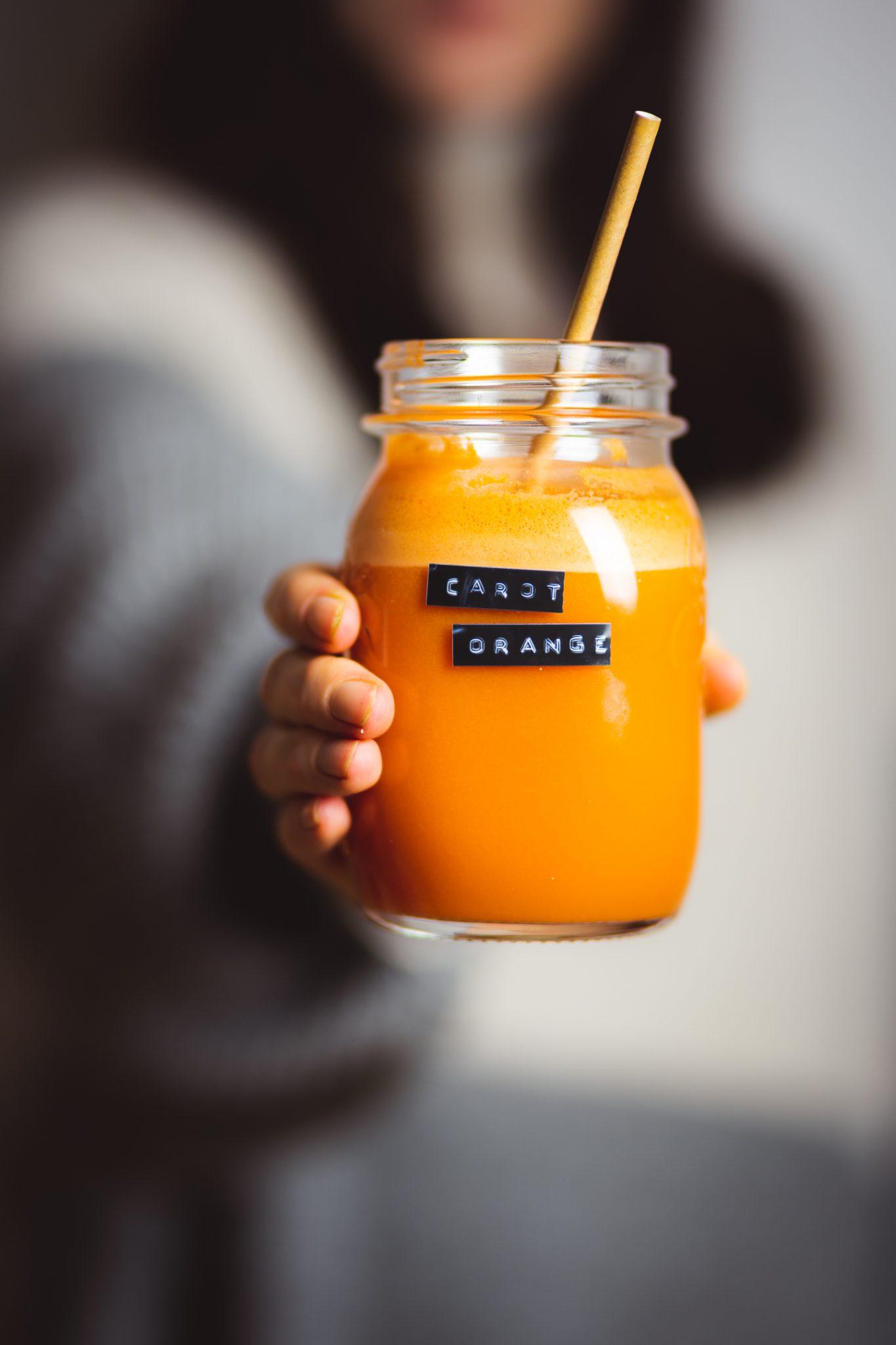 Oranger Powersaft mit Karotte und Orange